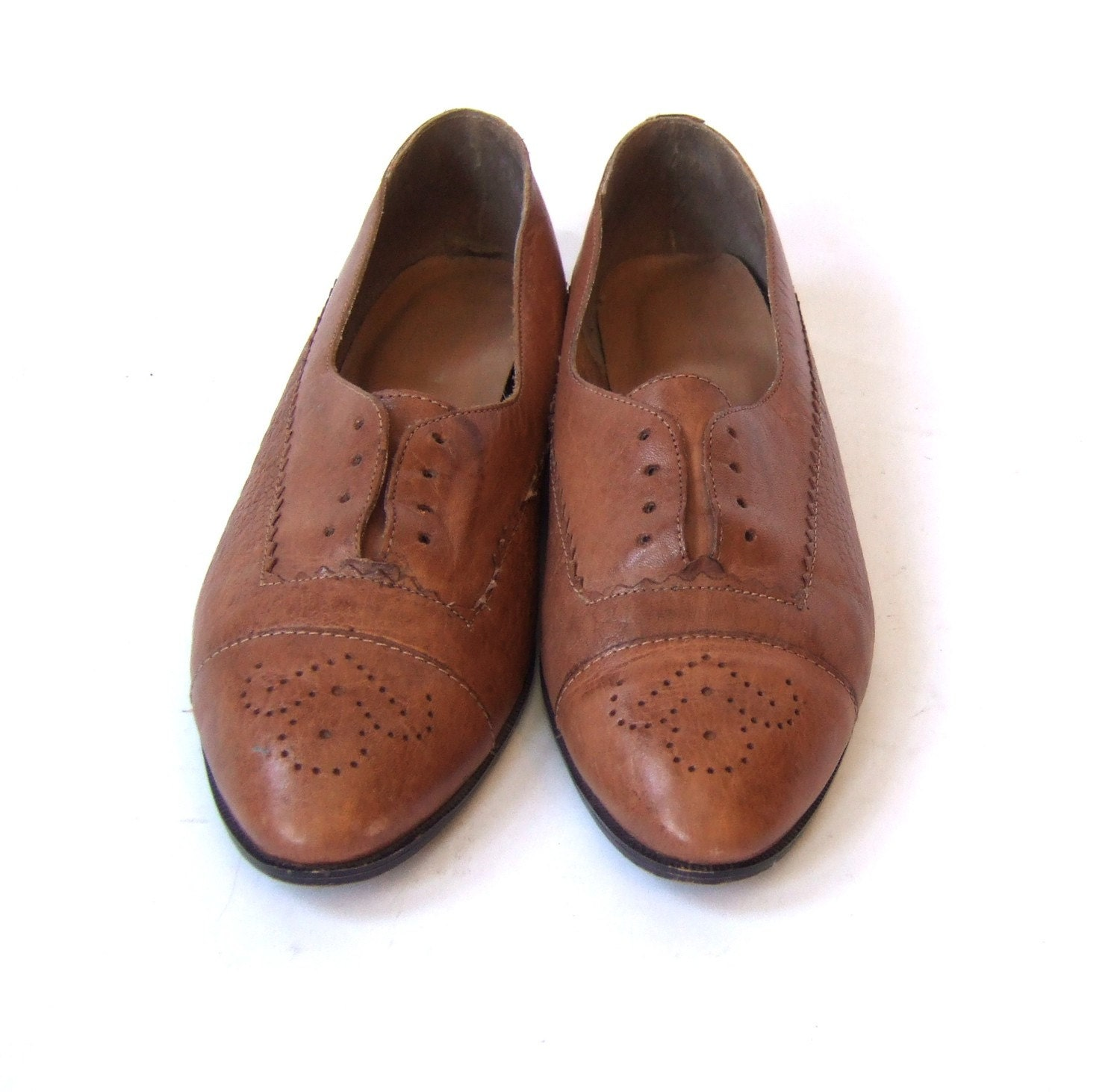 size 8 Vtg Brazilian Tan Oxfords. 70s. Reptile. Perforations.