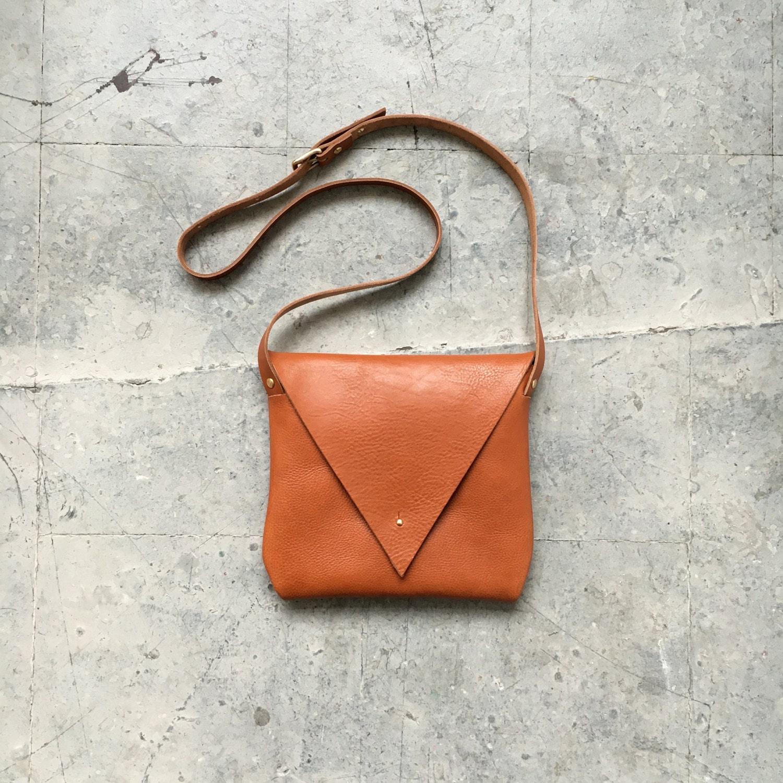 Drifter Leather Shoulder Bag in Tan