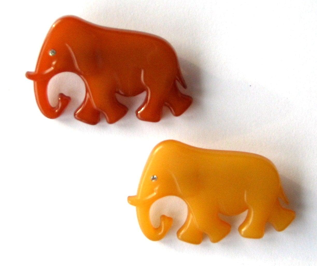 Baby Elephants Pin Back Brooch Beige Brown - VeraReyniers