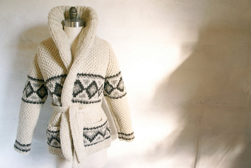 Cozy Classic Chic Hand-Knit Mexican Virgin Wool Sweater (Small Diamond Design)
