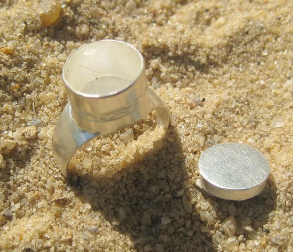 Circle Top Gris-Gris Amulet Silver Ring