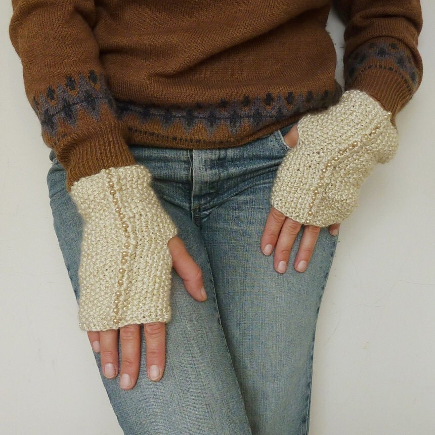 Items similar to Fingerless Pattern Gloves Knit Dore ...