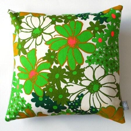 PLONKA - retro pillowcase no 1