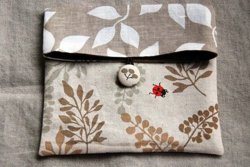clutch and go - ladybug and leaves