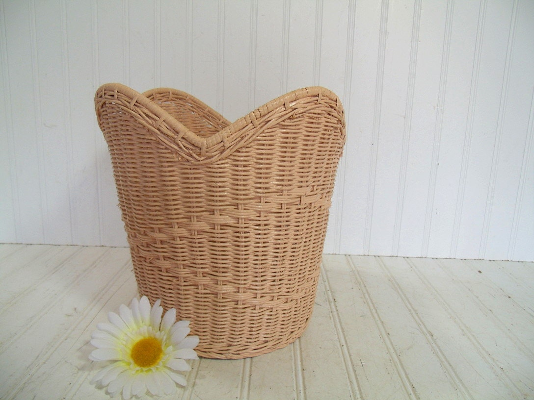 Vintage Rose Pink Woven Wicker Waste Basket - Retro Round Petal Design Vanity Trash Bin - Cottage Chic Feminine Boudoir Rattan Accent Piece - DivineOrders