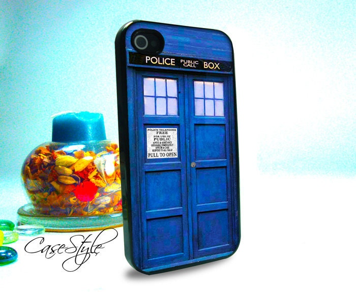 Dr Who Tardis iPhone 4 case, iPhone 4s case, case for iPhone 4. Includes 3 layers Screen protector. Black or white.