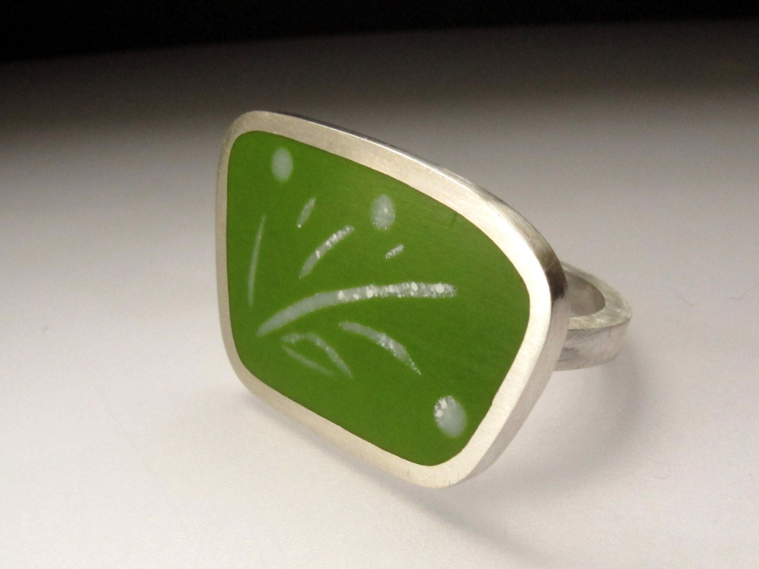 Bold Geometric Resin Ring in Pesto Green - Silver Statement Rings - Unusual Handmade Ring - Graphico - QuercusSilver