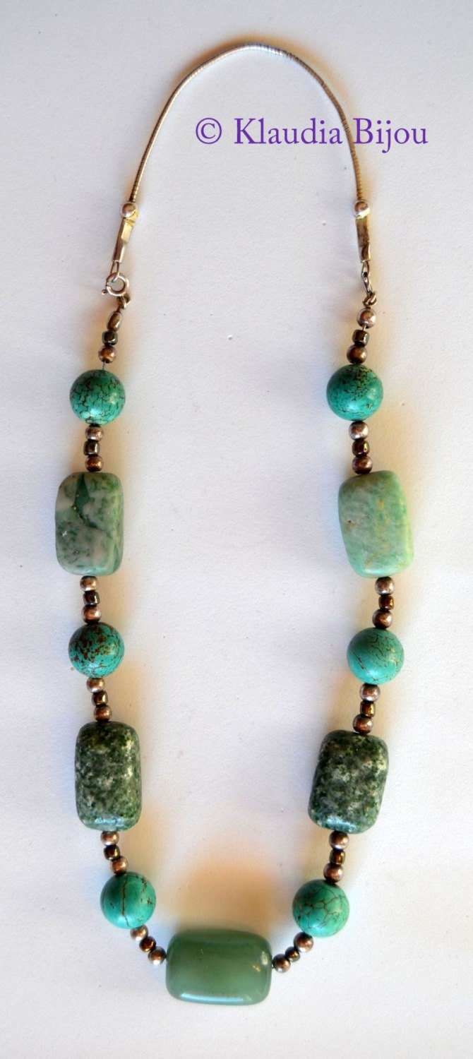 Howlite, Aventurine, Jasper necklece of vintage style. Shades of green referring to the colours of nature. - Klaudiabijou