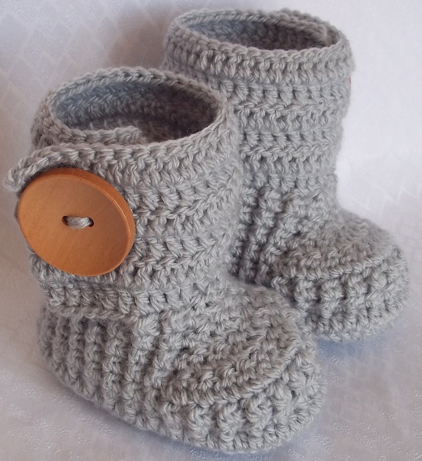 Crochet baby booties for 0-3 M, 3 - 6 M,6-9 M with large wooden buttons,choose your size and colour