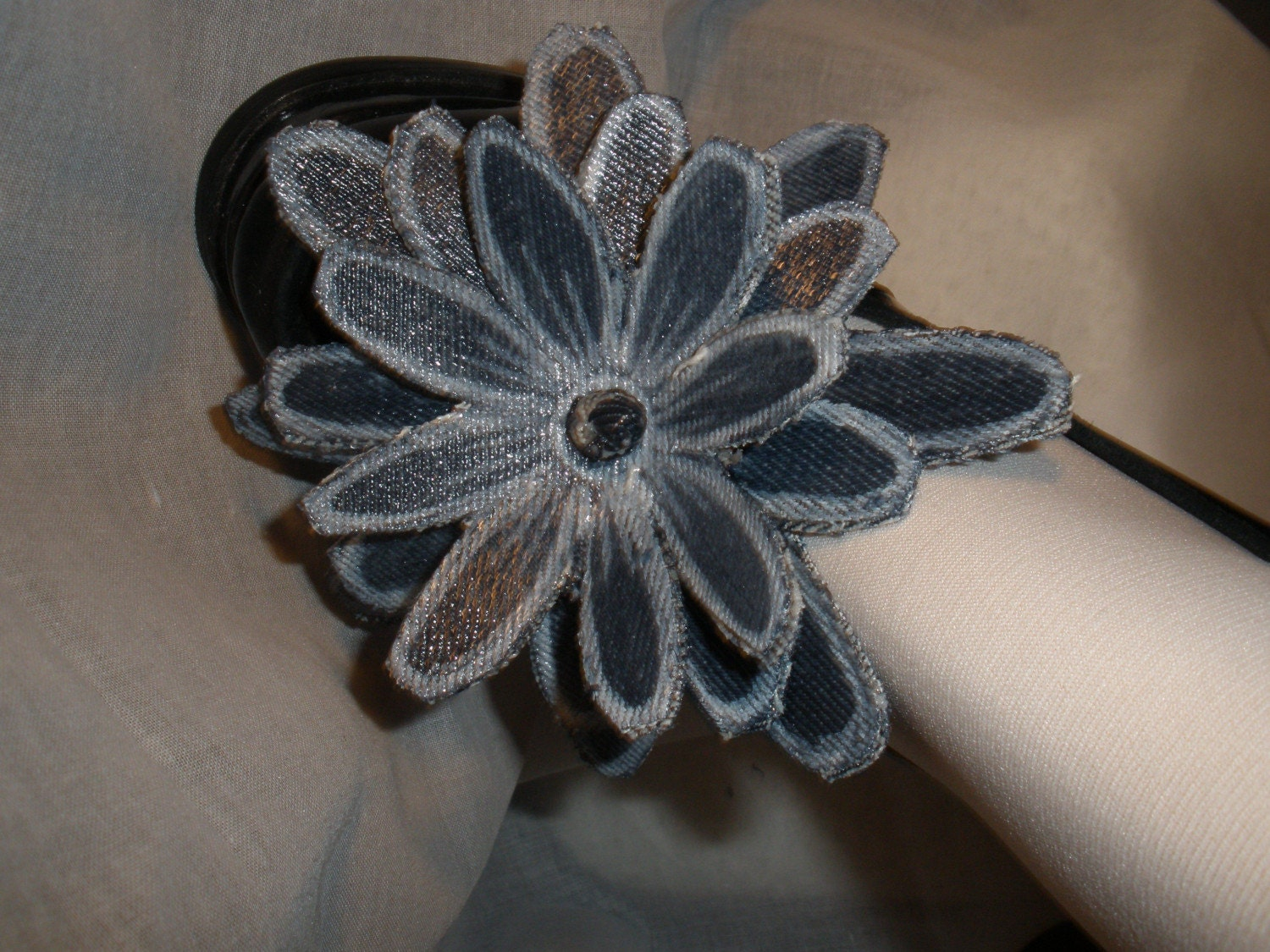 Adorable Star Burst Flower with White Tirm Wrap Accessories for Your High Heel Shoes Not Shoe Clip
