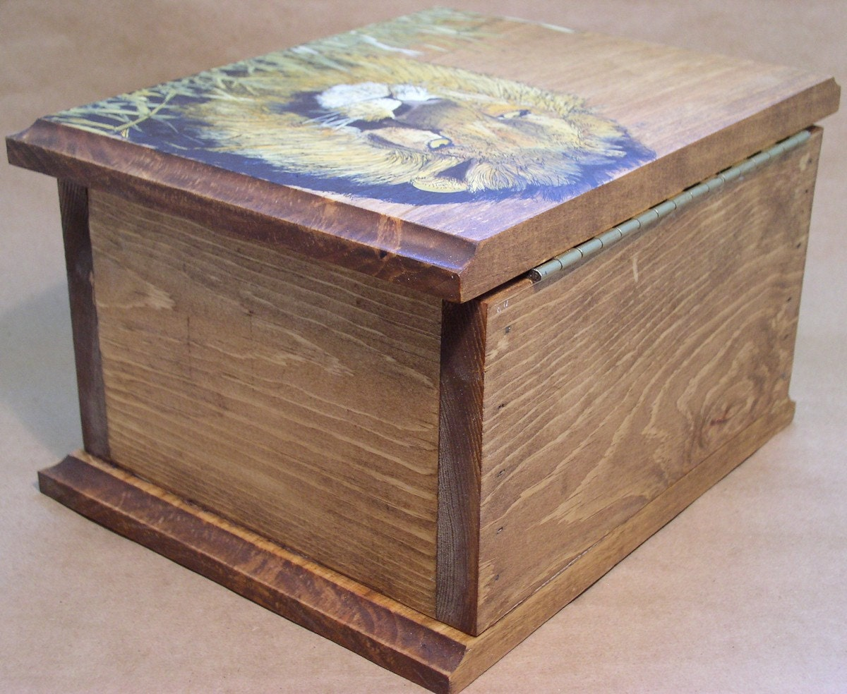 Cottage Rustic Painted Box King of the Beasts Lion