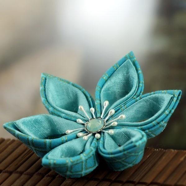 Sashiko Star - Tsumami Style Flower Brooch