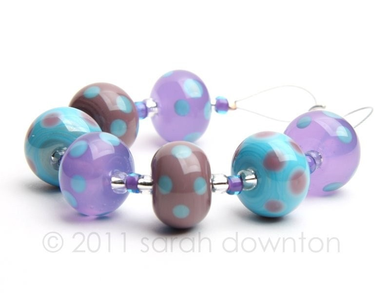 A mixed set of 7 beads all decorated with coordinating colour dots.