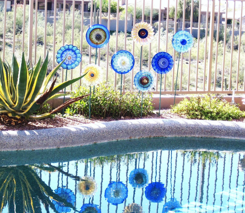 Cobalt Blue Garden Art Placa de vidro Suncatcher Quintal Flor UpCycled reaproveitado KATIA