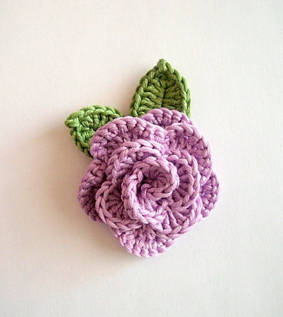 Crochet flowers 1 rose and 2 leaves , in 100% cotton quality yarn, applique - swisscharme