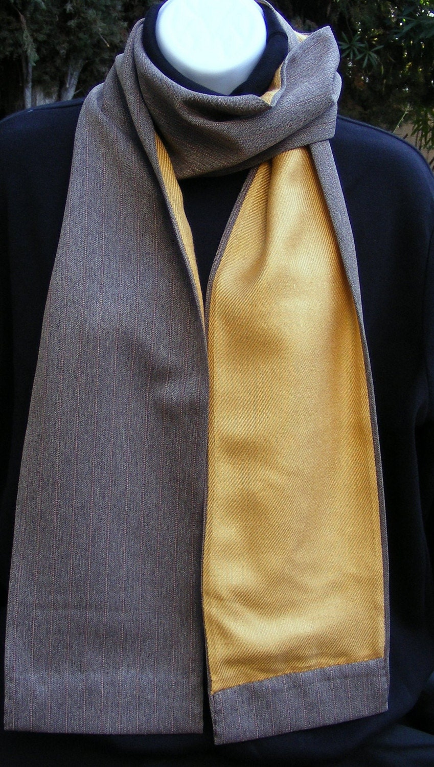 Pashmina (yellow gold) and suiting scarf