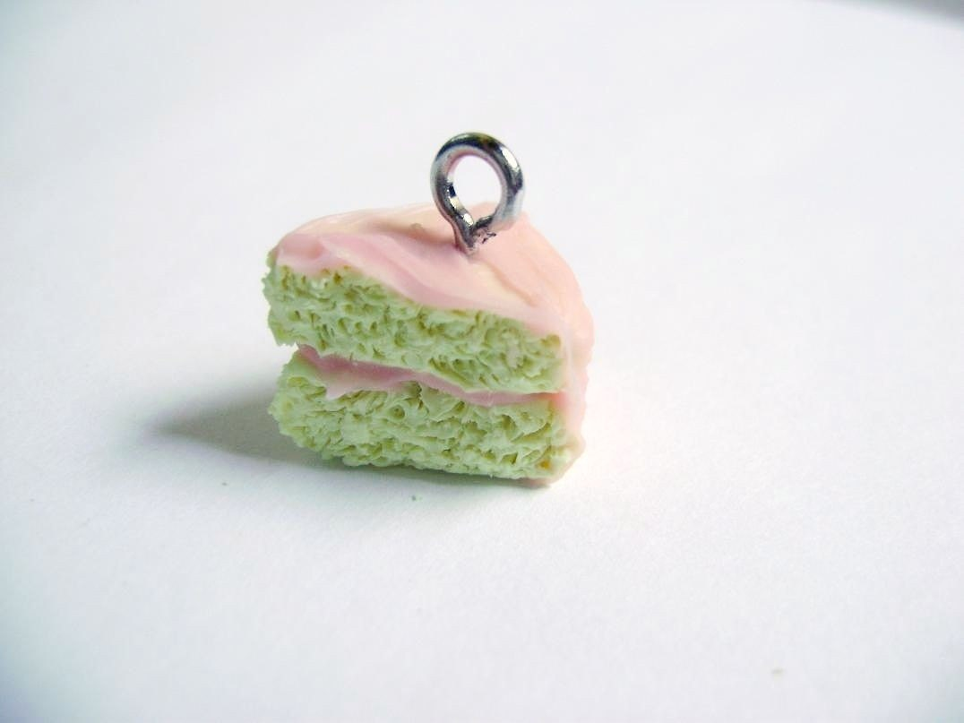 Buttercream cake with Strawberry Frosting Pendant