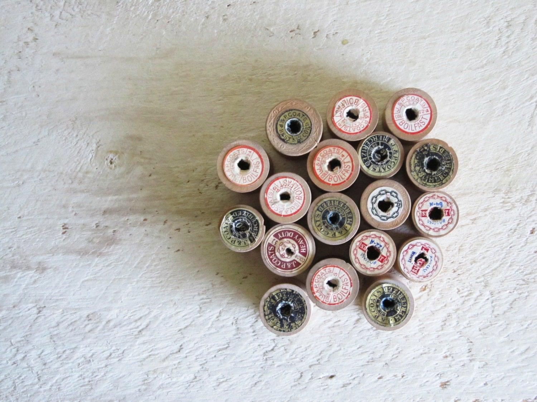 Vintage Thread-Free Wood Spools - 18 ct - cattales