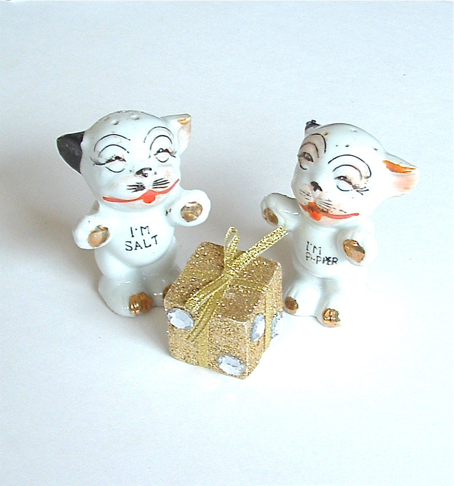Funky Vintage Puppy Dog Salt And Pepper Shakers By Kiamichi7