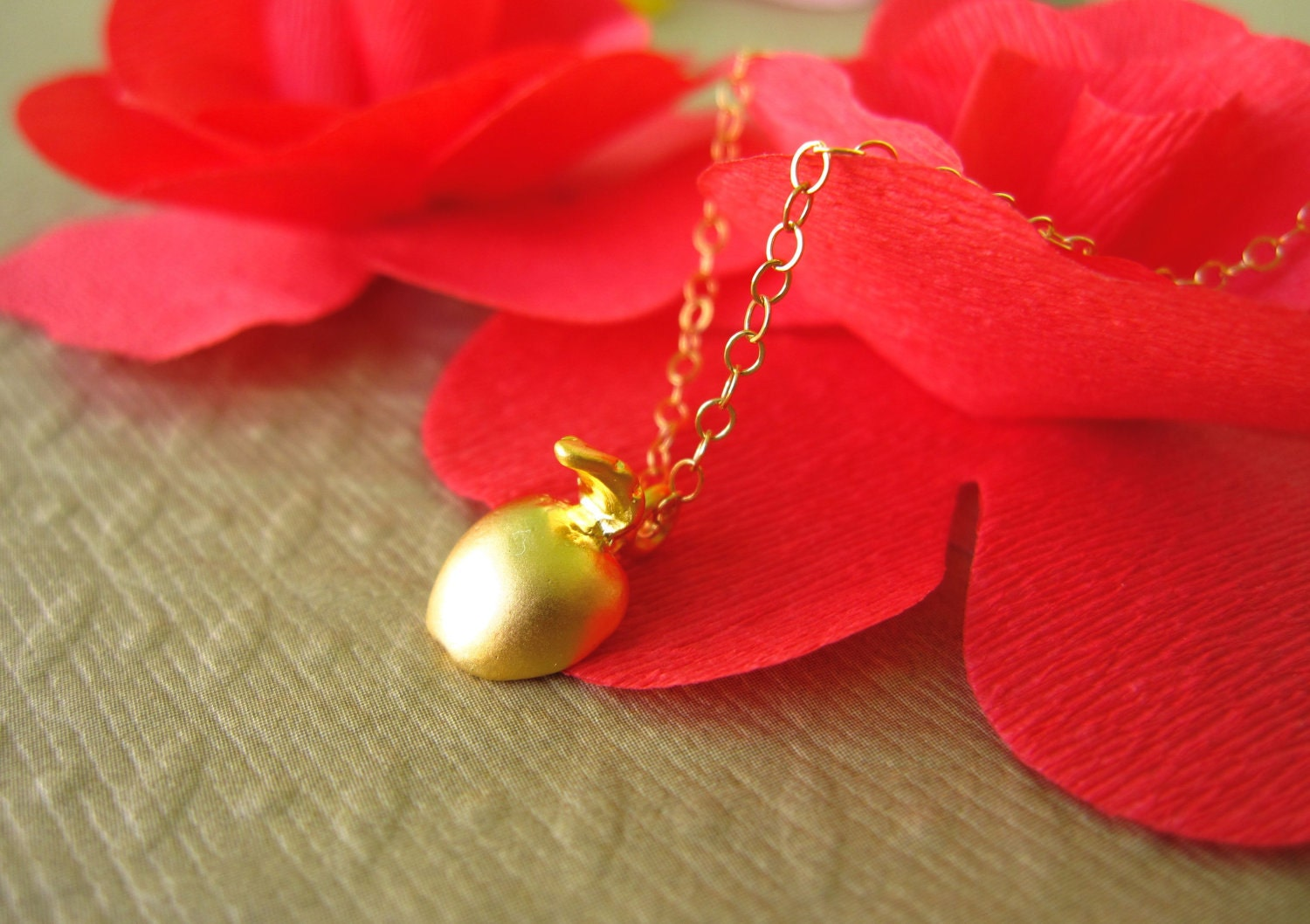 Eve Necklace in Gold - 16k Gold Apple