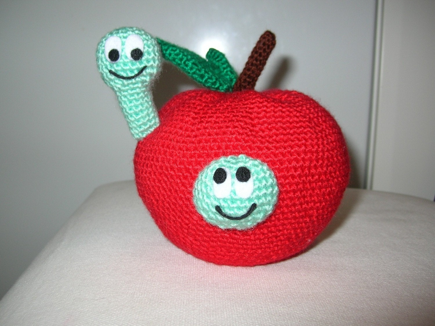 Big apple with worms in love - PDF crochet pattern