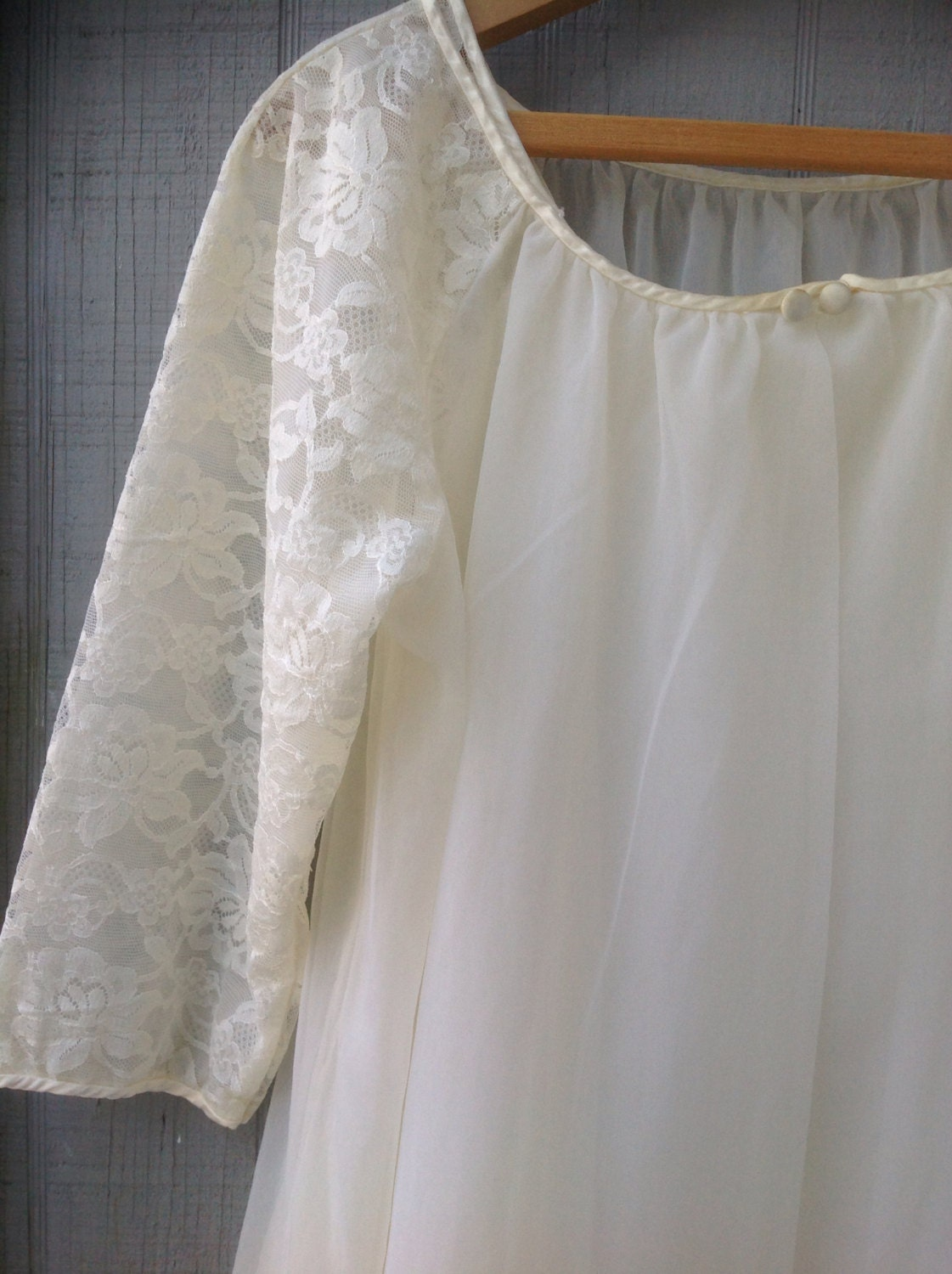 Free U.S. Shipping! Vintage Sears Ivory Nightgown and Robe Set - Bridal Peignoir - Negligee Set - Wedding - Babydoll - PackandAlleys