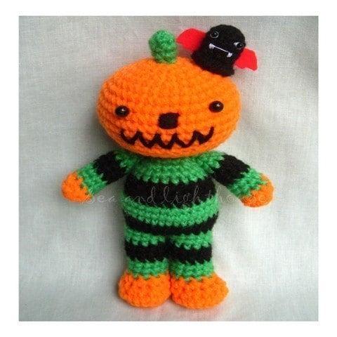 Ravelry: Crochet Halloween Pumpkin Bag pattern by zoom yummy