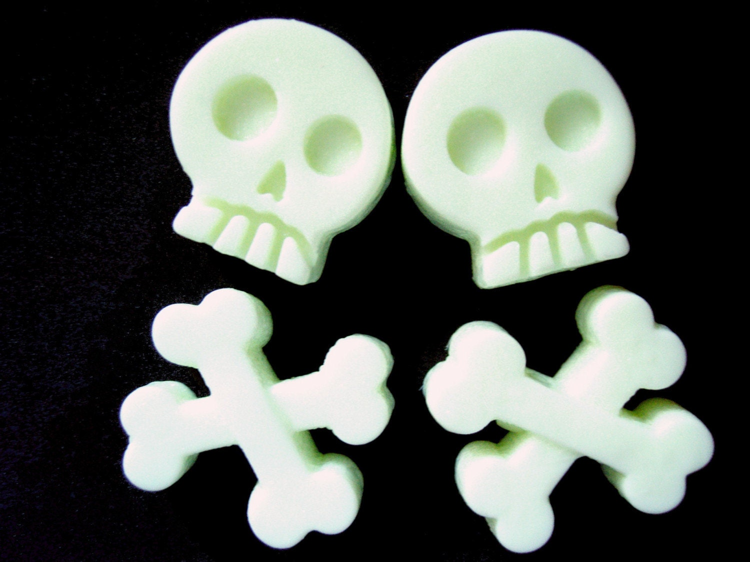 For Halloween-Glow in the Dark Skull n Crossbones Soap (Set of 4)
