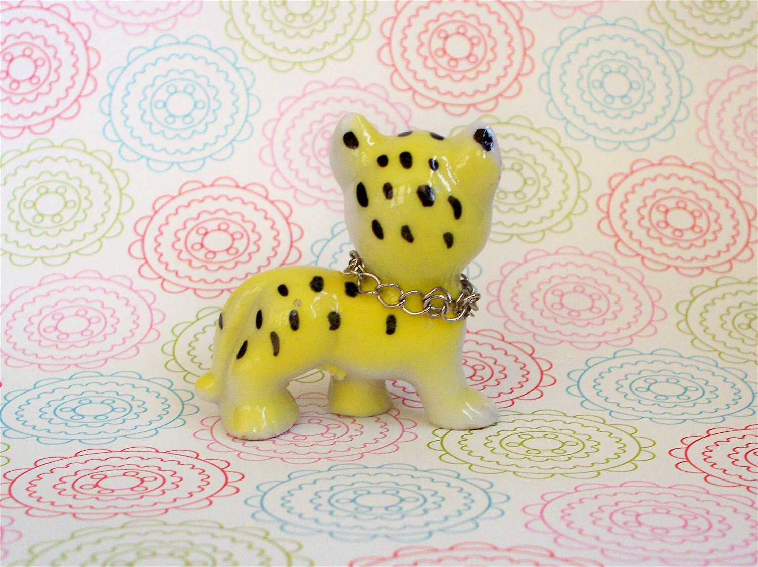 Vintage Kitsch Tiny Little Cheetah Cat Kitty Ceramic Figurine Japan  with Jeweled Collar