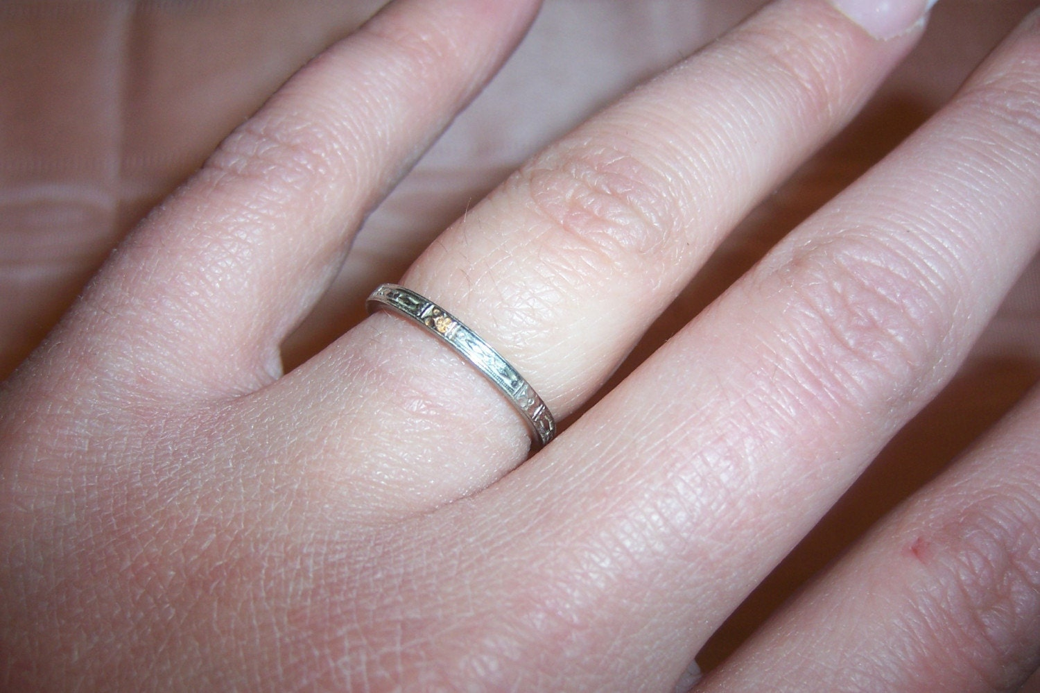 18k White Gold Carved Wedding Band