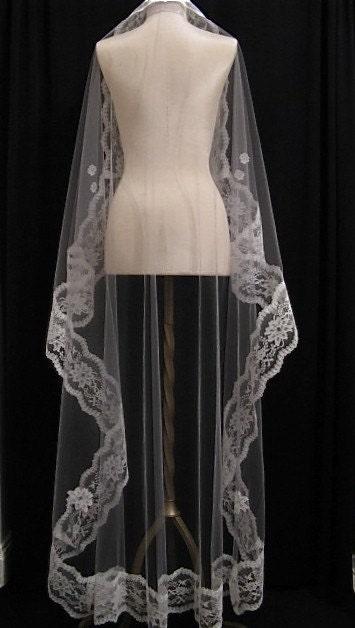 Mantilla Veil in Dove Gray and White