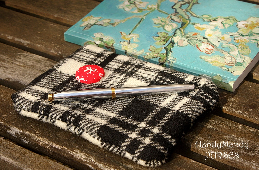 Harris Tweed Black and White Tartan Check Purse with White Bow Print Lining
