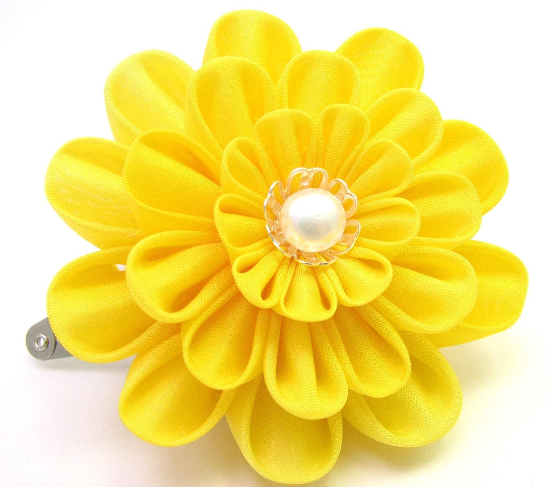 Yellow kiku- hair clip- Tsumami kanzashi