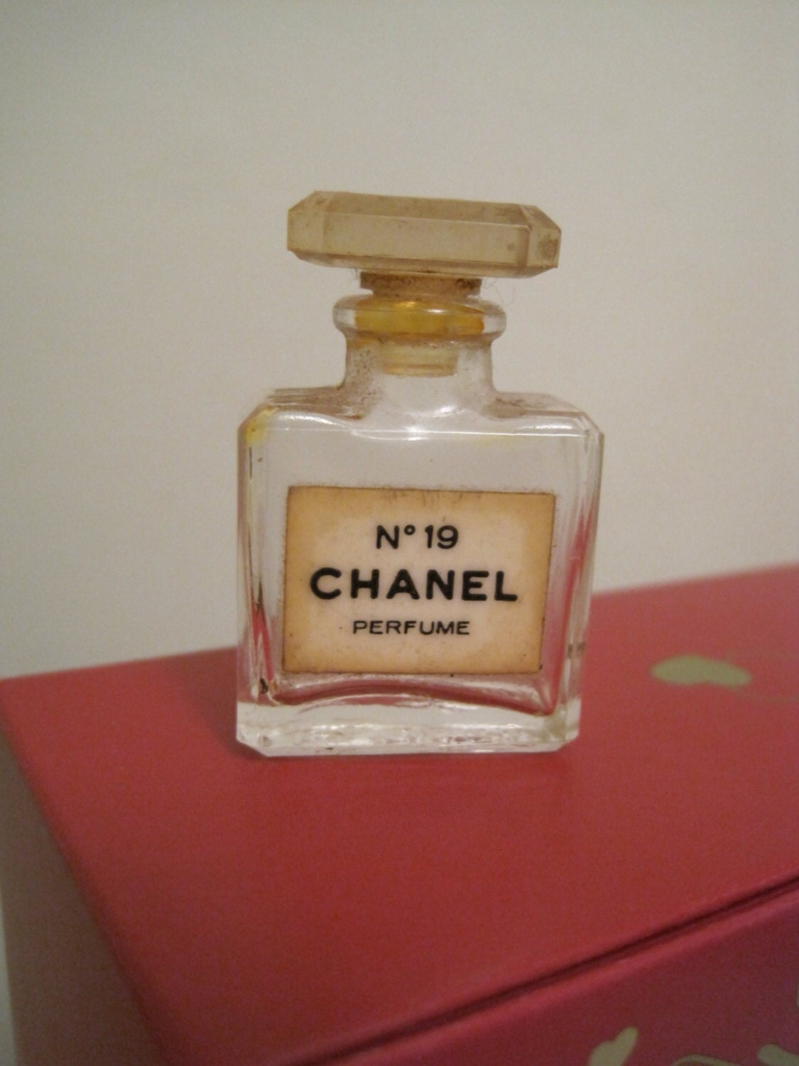Dating chanel no 5 bottles