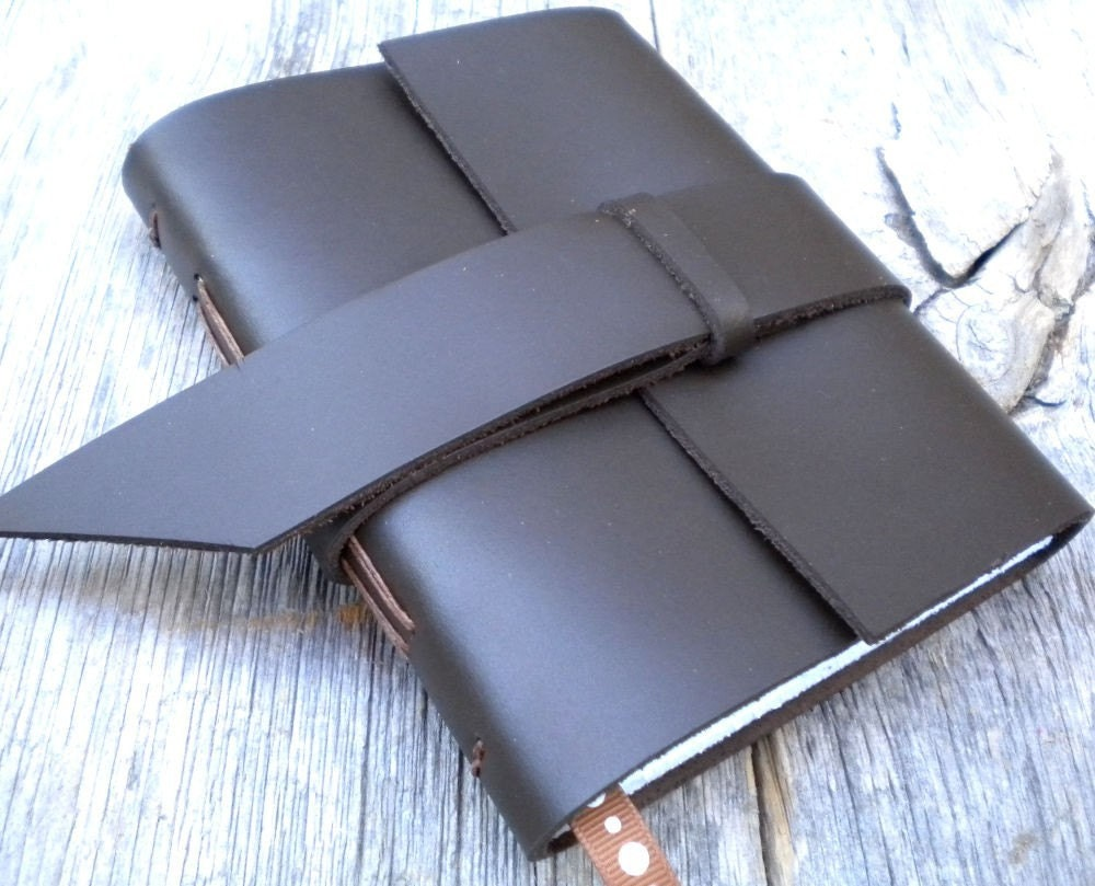 FREE SHIPPING - 2010 Weekly Planner - leather - handbound