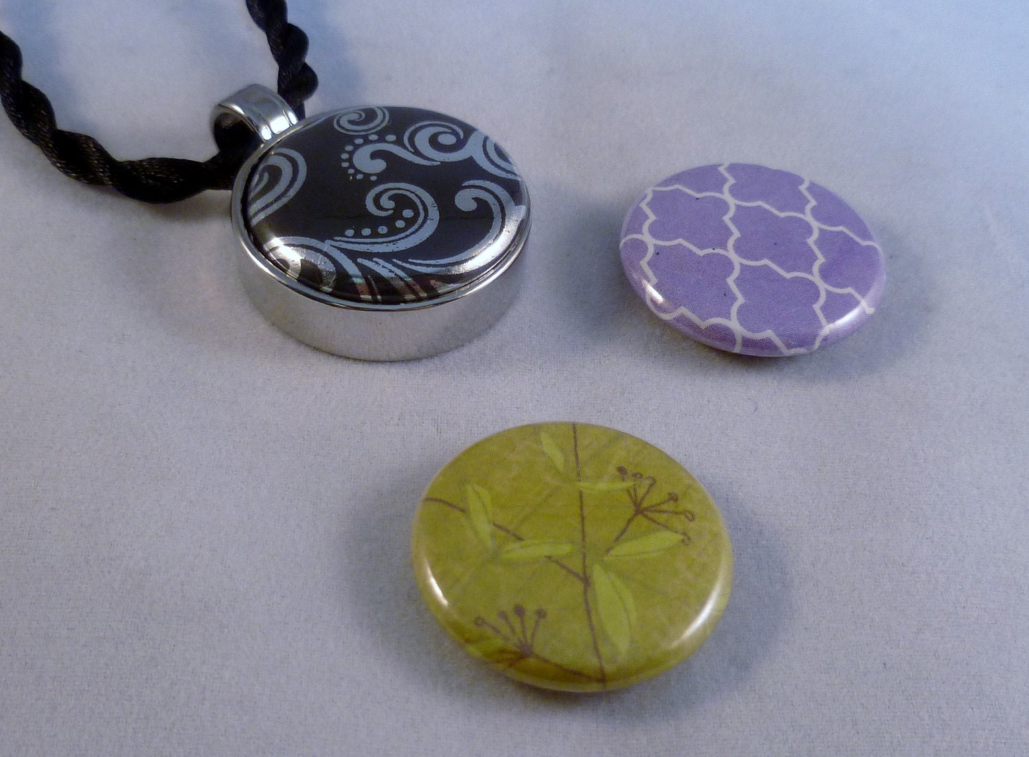 magnetic pendant necklace with 3 interchangeable by