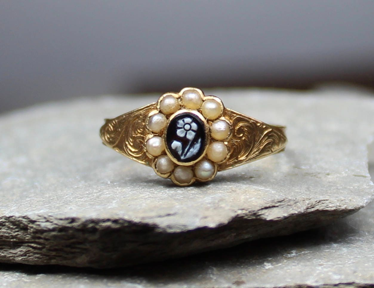 Antique Victorian Gold Carved Agate Forget Me Not Ring