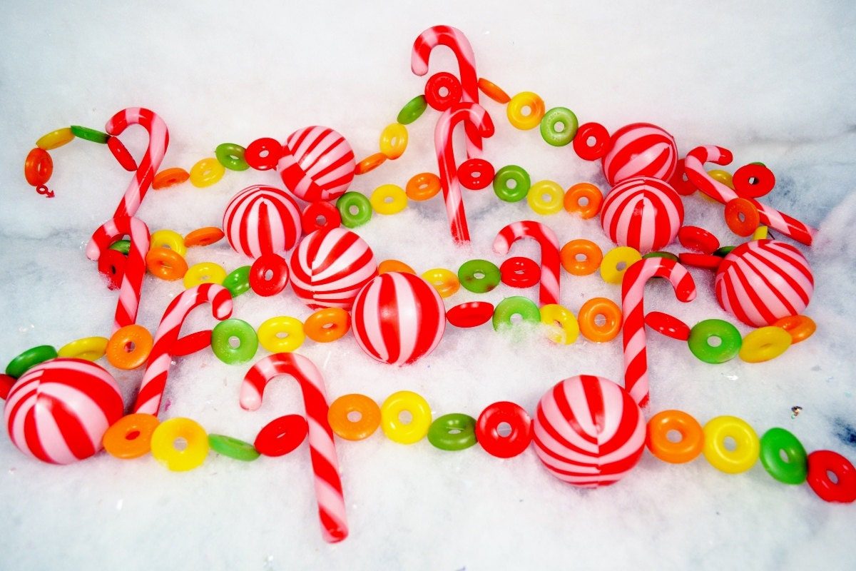 Christmas Candy Garland Plastic Fruity Candy Canes Peppermints Red ...