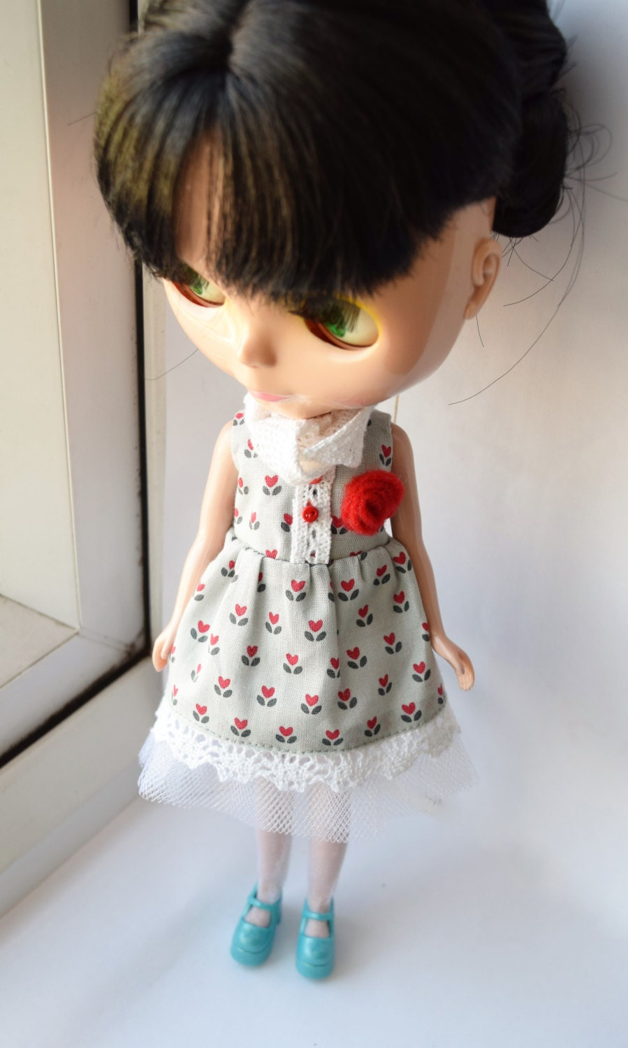 Lovely tulip print dress with crochet lace trim and crochet lace