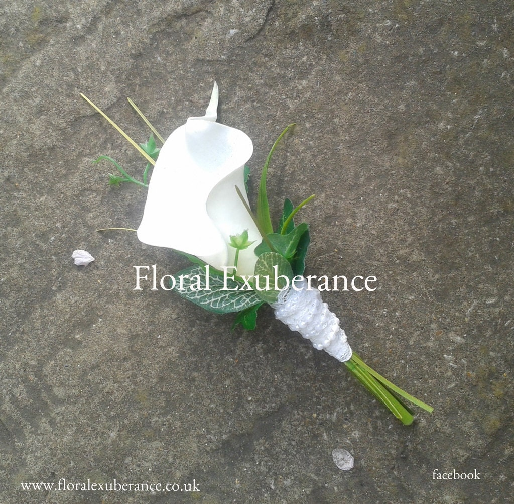 Artificial WhiteOff white Calla Lily ButtonholeBoutonniere Artificial wedding flowers Groom Bestman Groomsmen Ring bearer