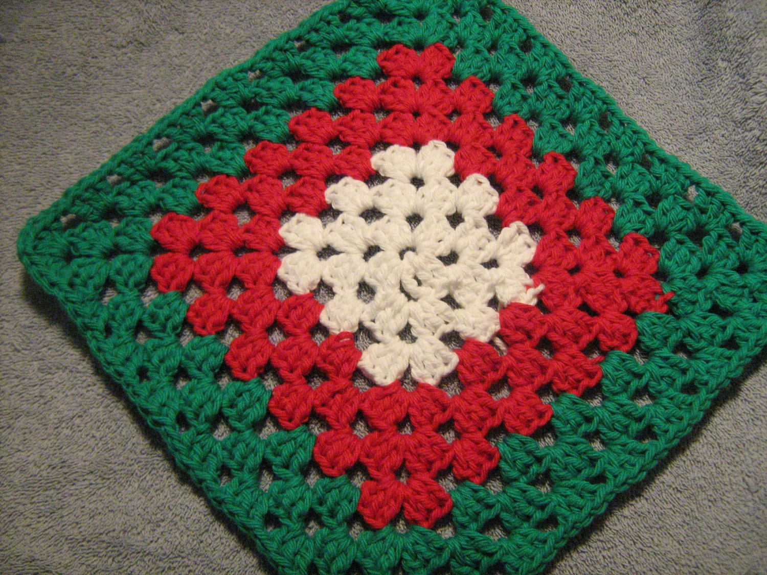 Dishcloth Not Your Granny's in Christmas Colors