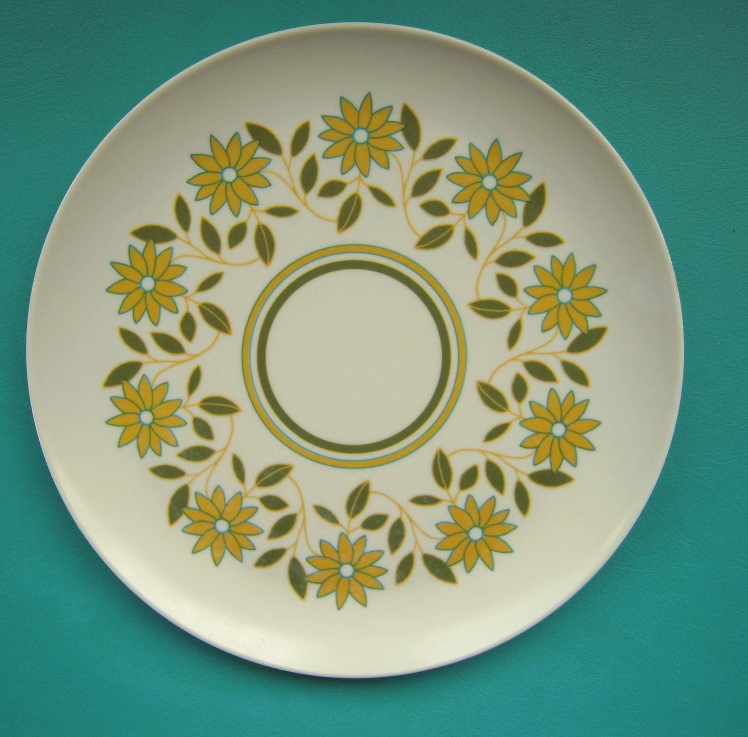 adorable melmac plates, perfect for a summer table setting!