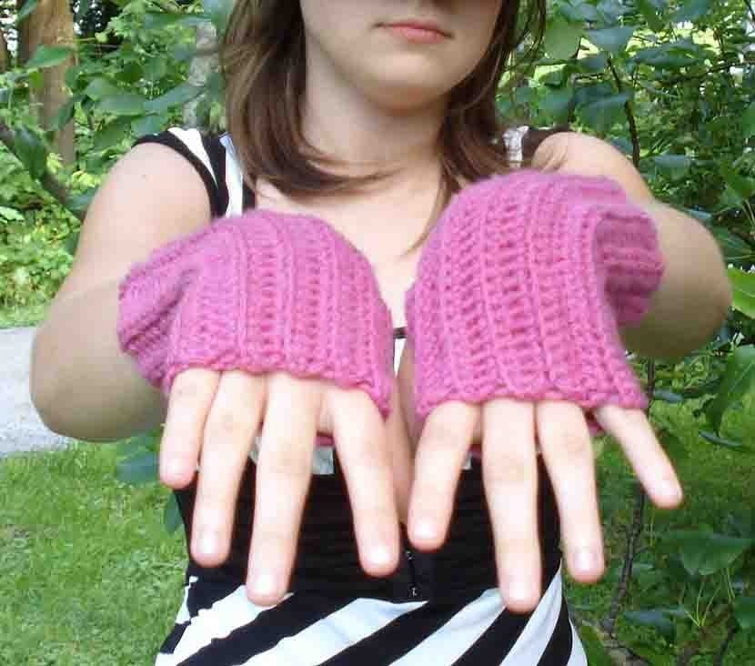 Fingerless mitts and wrist warmers: knit and crochet patterns with