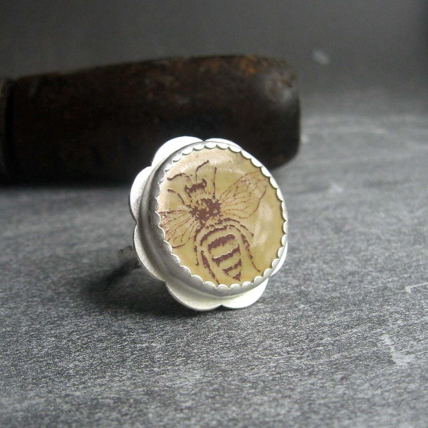 RING sterling silver with honey bee porcelain cabochon - quenchmetalworks