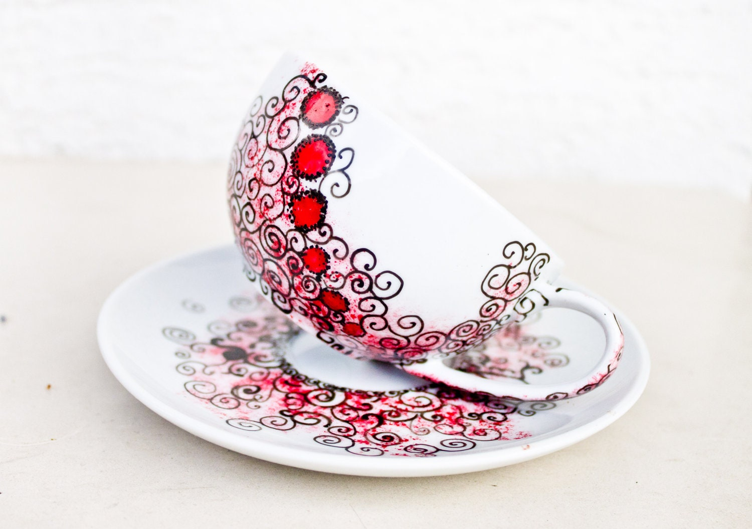 Teacup Red Dots Modern - Hand Pianted simple Teacup - CraftUnikat