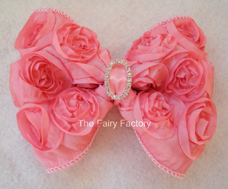 Розовый лук волос - розовый лук Розетка атласная с Кристалл центр Stretchy Розовый головная повязка или зажим для волос - Вирджиния - Vintage Вдохновленный