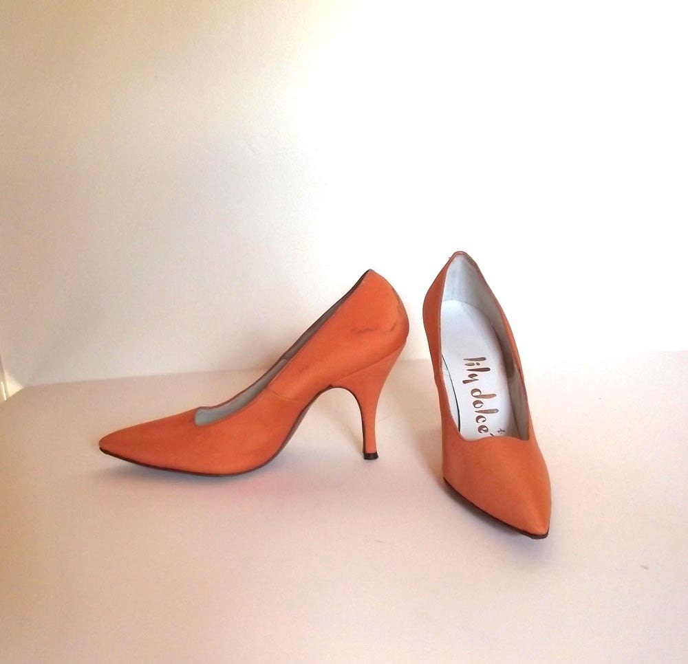 Vintage 60s Orange Shoes. Lily Dolce. Sz 5.5. Pointy toe High Heel
