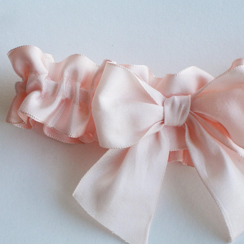 Big Bow Garter in ballet pink vintage ribbon