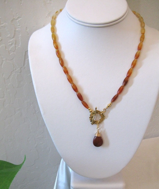 Red Agate Necklace Shades of Carnelian by sendinglovegallery