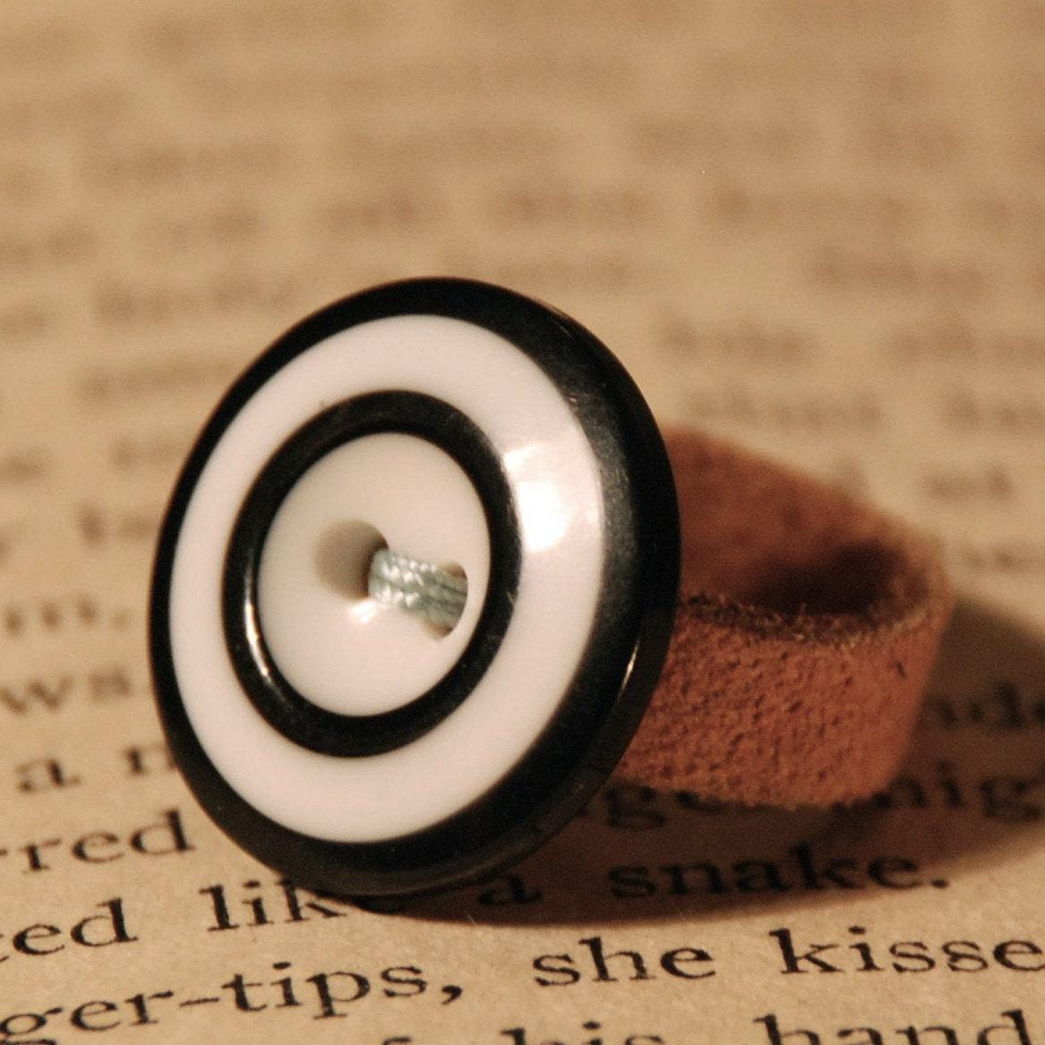 Vintage Stripe Button Ring
